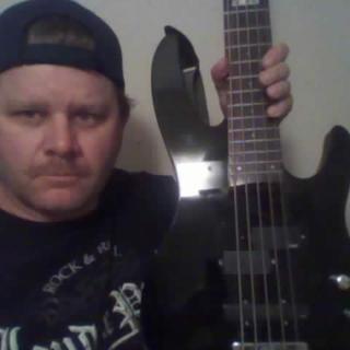 METAL/HARD ROCK BASSIST