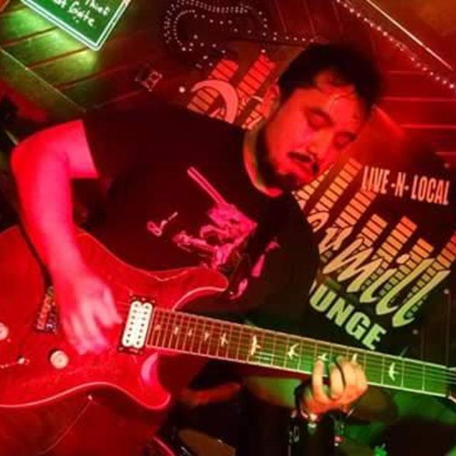 Tenome Guitarist