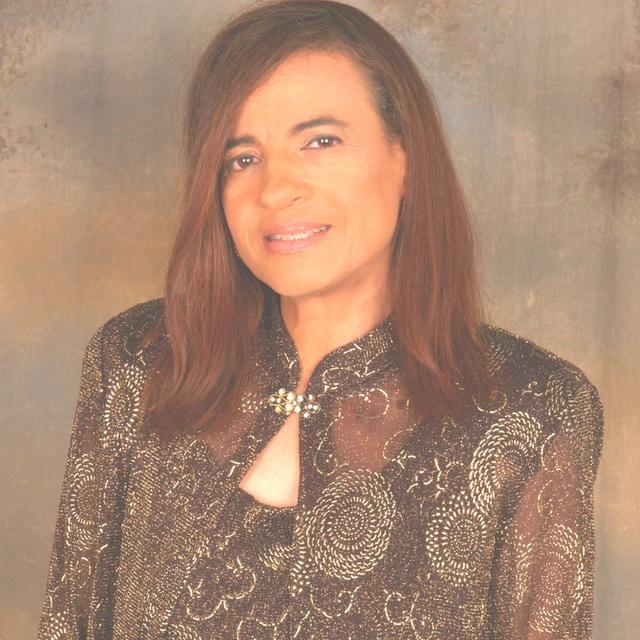 Janet Lago
