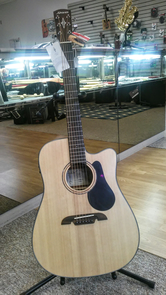 g strings guitars and more music store in oskaloosa ia. Black Bedroom Furniture Sets. Home Design Ideas