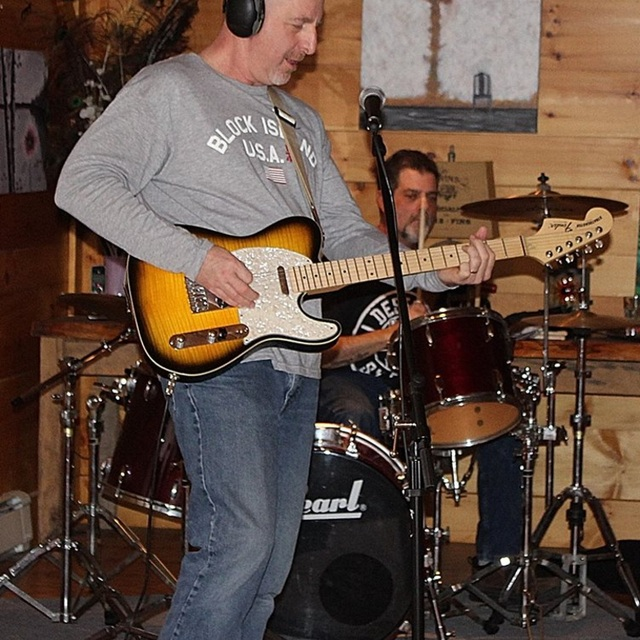 guitar-player-mass