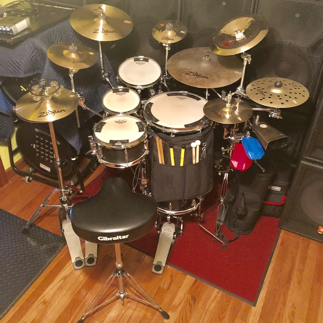 Cocktail_drummer