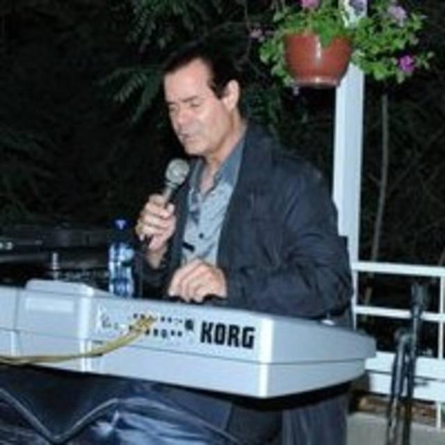 Roger Lee One man band keyboard and karaoke host