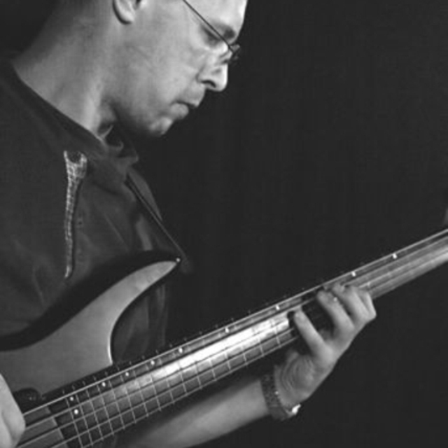 Leo_bassist