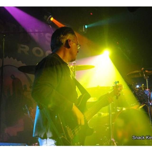 larry_on_bass