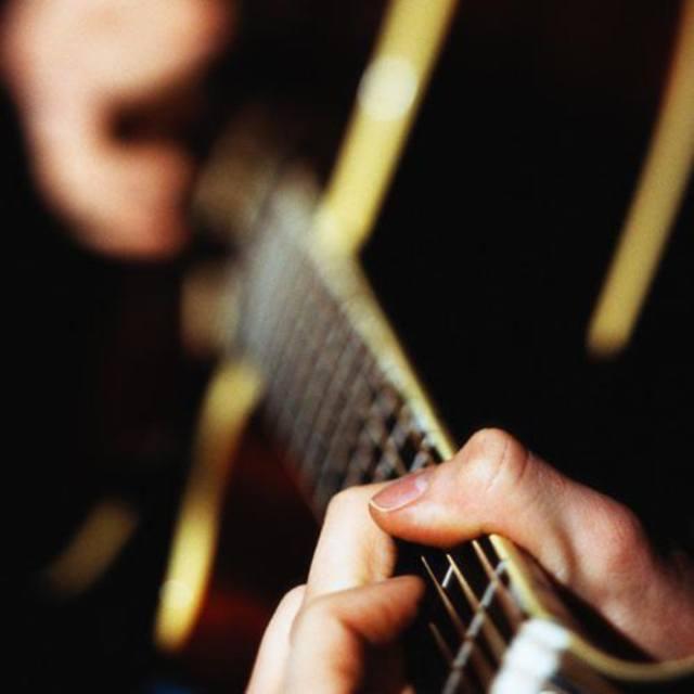 HHI Guitar Player