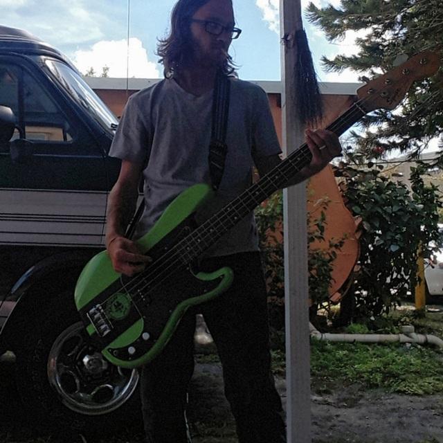 Bassist fox
