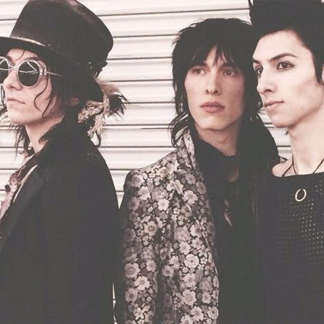 PALAYE ROYALE's Management is SEEKING NOW permanent band members: Auditions being held this week!