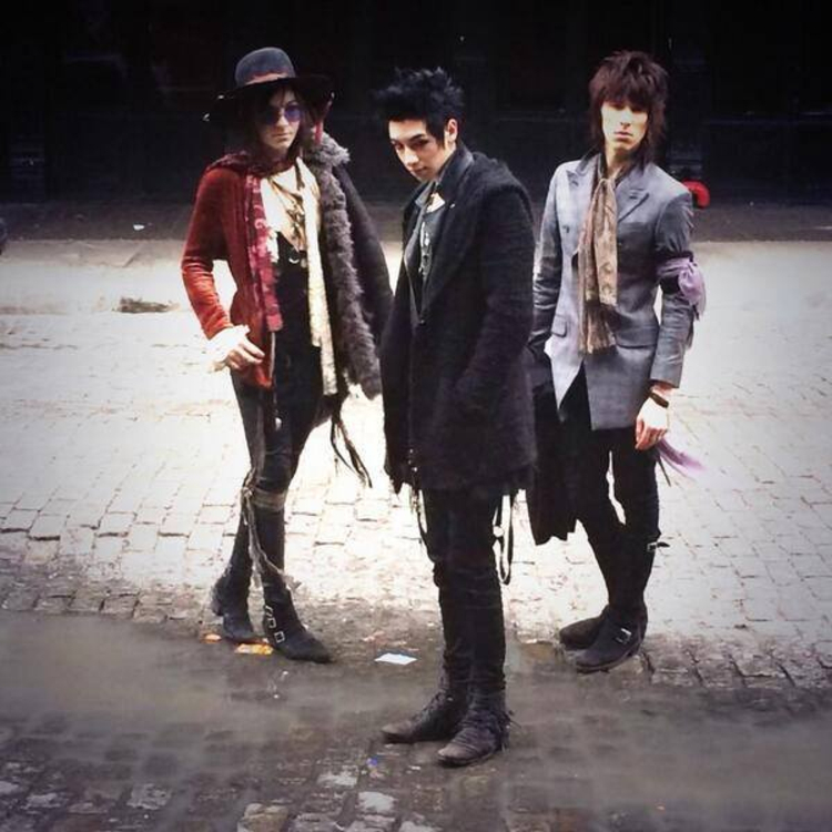 PALAYE ROYALE's Management is SEEKING NOW permanent band ...